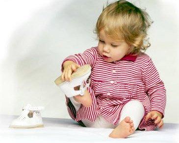 Как правильно выбирать первую обувь для ребенка?