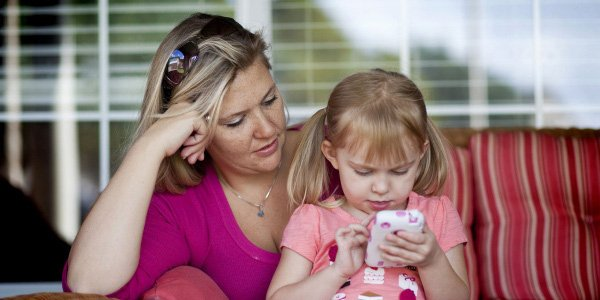 Стоит ли покупать ребенку смартфон?