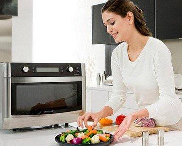 Можно ли ребенку готовить еду в СВЧ печи?