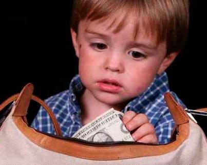 Как реагировать на первое воровство ребенка?