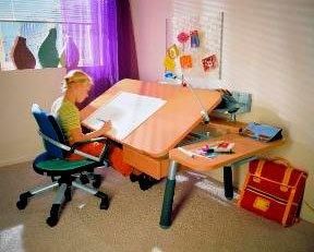 Выбираем письменный стол для ребенка