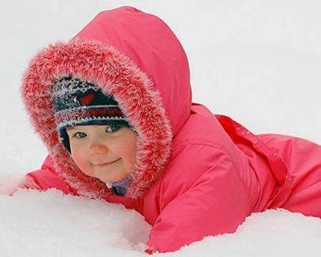 Как правильно гулять с ребенком зимой: самые большие ошибки родителей