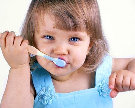 Как правильно ухаживать за зубами ребенка
