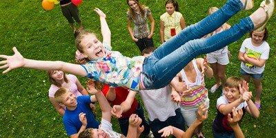 Стоит ли отправлять ребенка в детский лагерь?