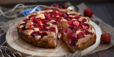 Несколько рецептов пирогов с клубникой