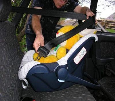 Как правильно крепить автолюльку в машине