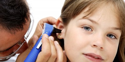Воспаление уха и боль в горле